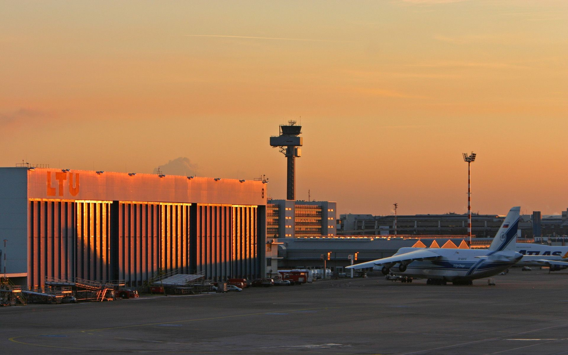 taxis to heathrow airport